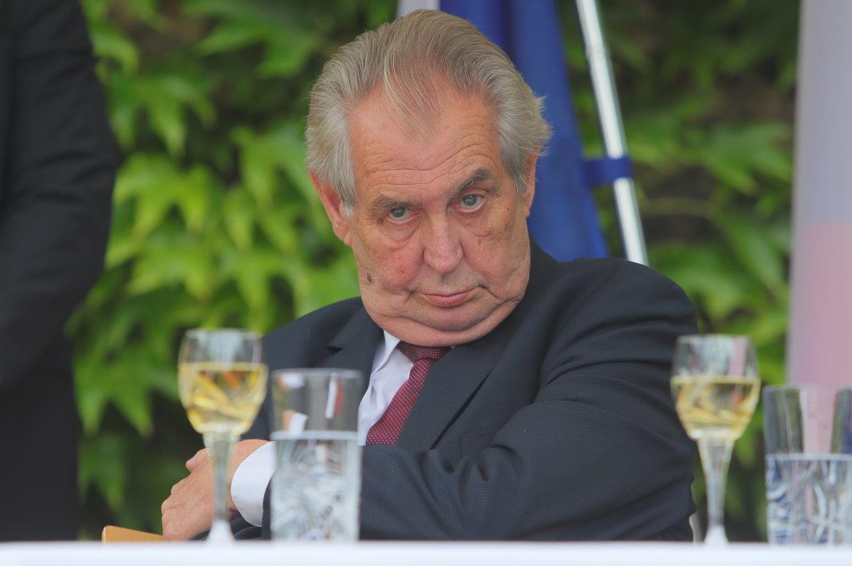 Slavnostní recepce na francouzské ambasádě se zúčastnil i prezident Miloš Zeman (11.7.2019)