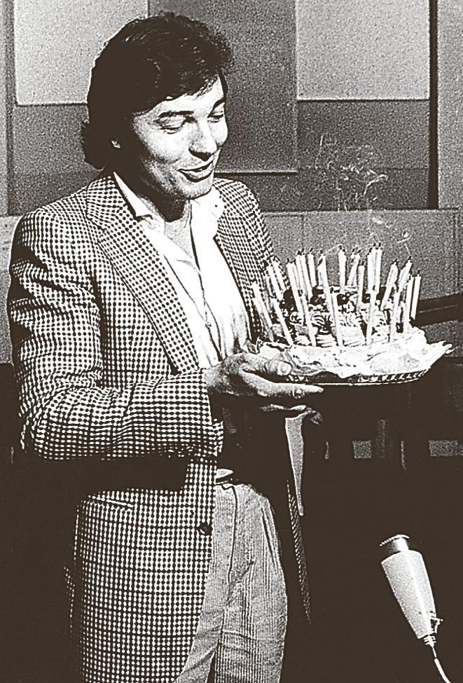 Karel Gott s dortem ke 40. narozeninám