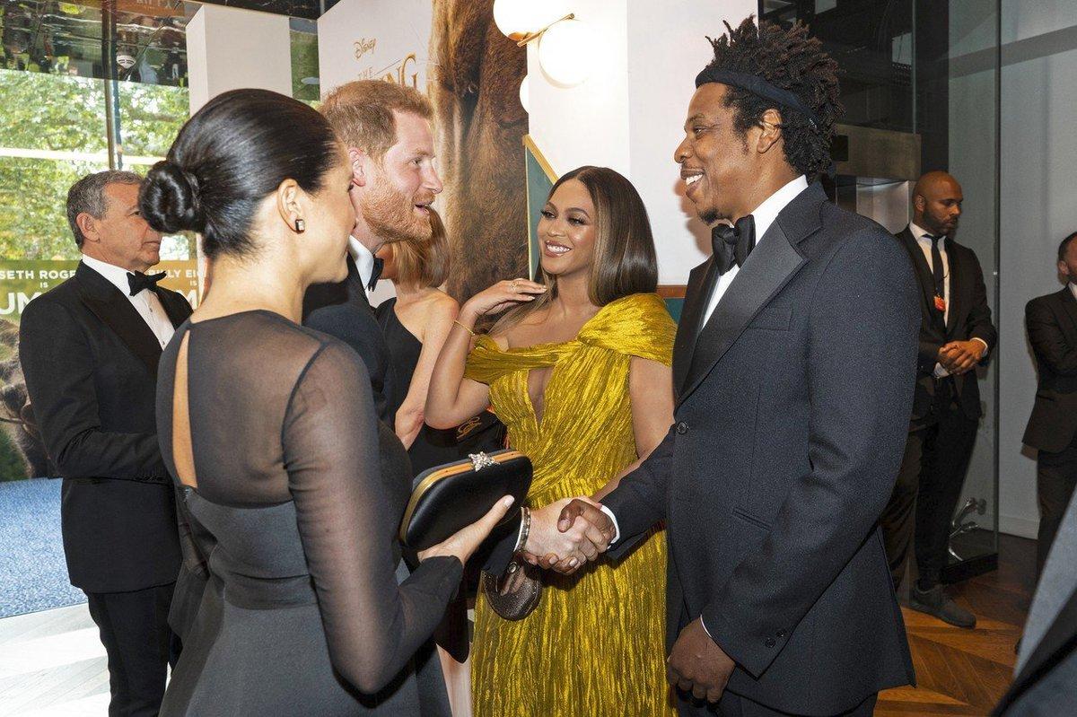 Vévodkyni Meghan na premiéře Lvího krále zastínila zpěvačka Beyoncé