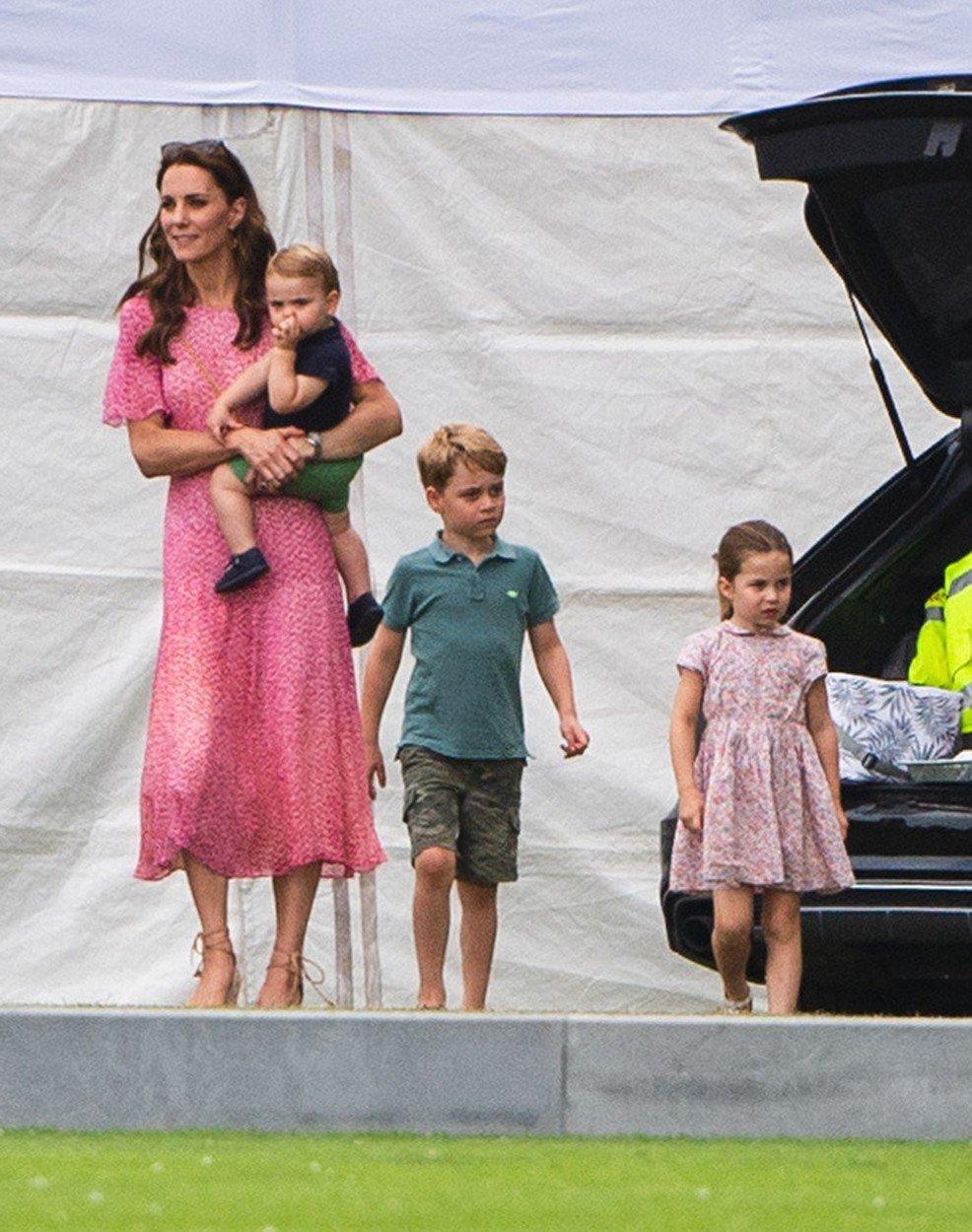Vévodkyně Kate s dětmi.