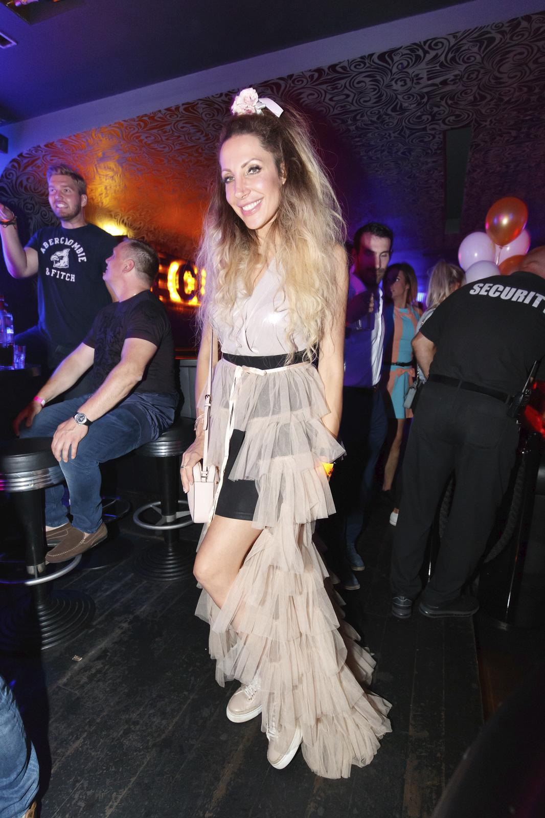 Olga Lounová na narozeninové oslavě DJe Uwy