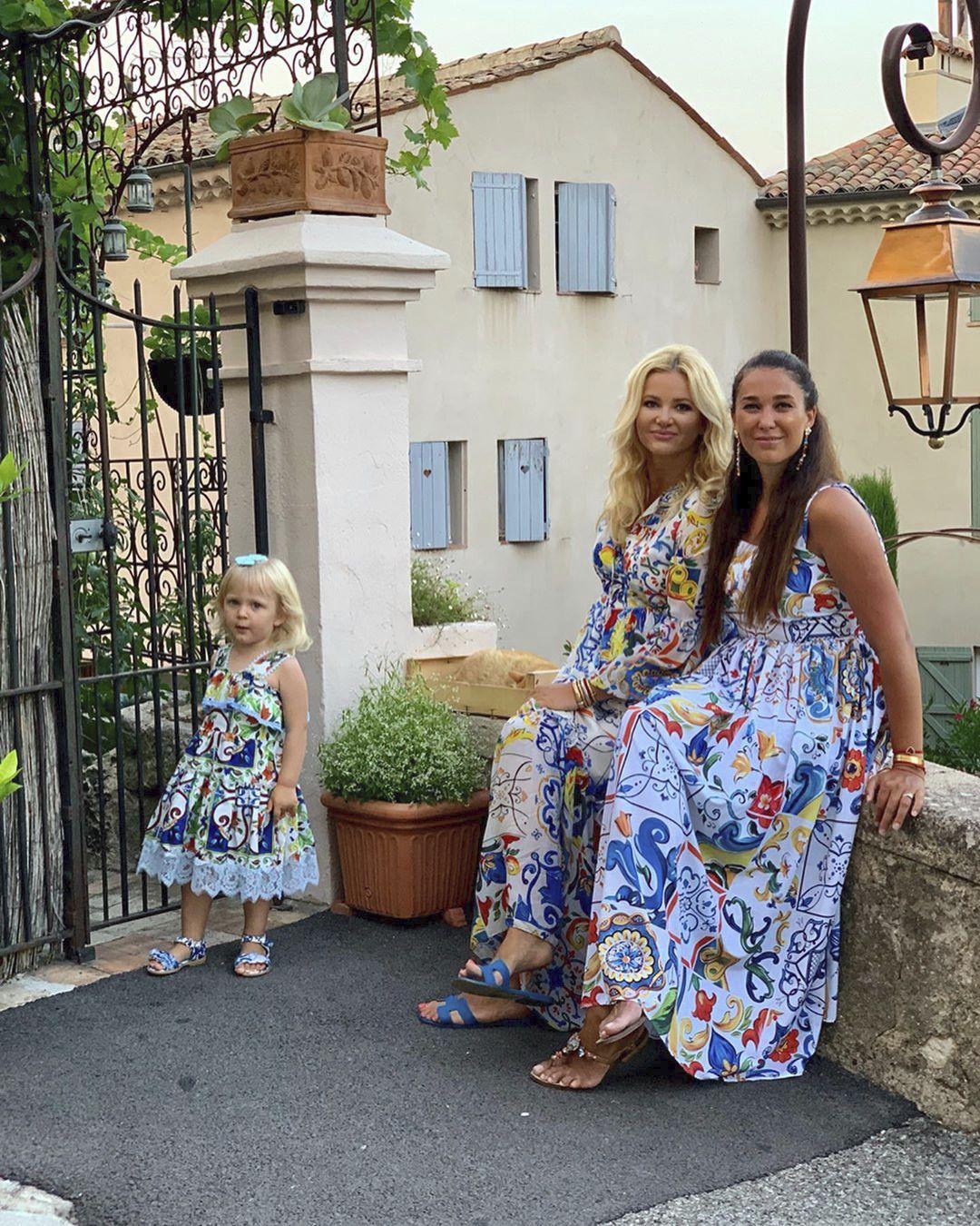 Na společném výletě se Babišová s Augistin Poláčkovou a její dcerkou sladily ve výběru šatů