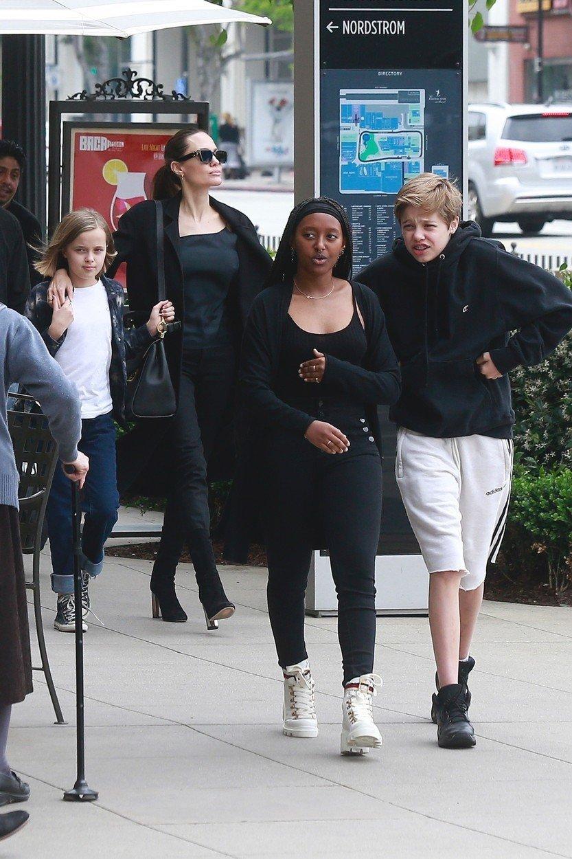 Angelina Jolie a její dcery, Vivienne, Zahara a Shiloh