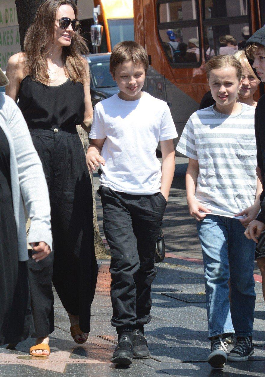 Angelina Jolie a její dvojčata Knox a Vivienne