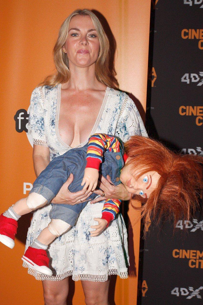 Bývalá rosnička Karla Mráčková na premiéře filmu Dětská hra ukázala své přednosti.