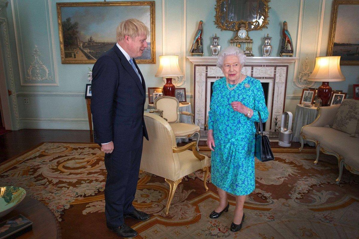 Královna Alžběta II. přivítala u sebe doma nového britského ministra Borise Johnsona