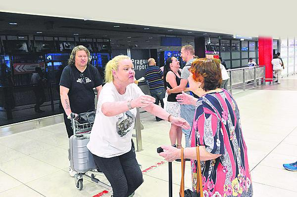 Setkání s mámou na letišti bylo dojemné.