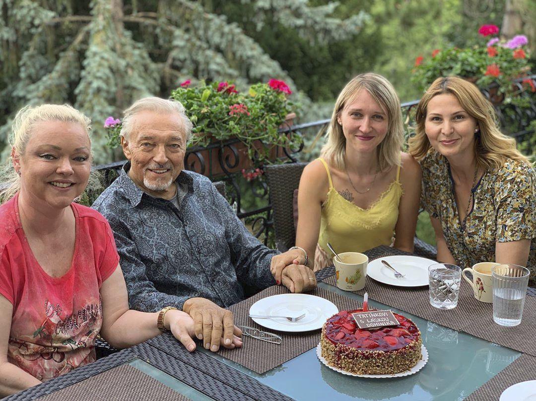 Karel Gott s manželkou Ivanou a dcerami Dominikou a Lucií