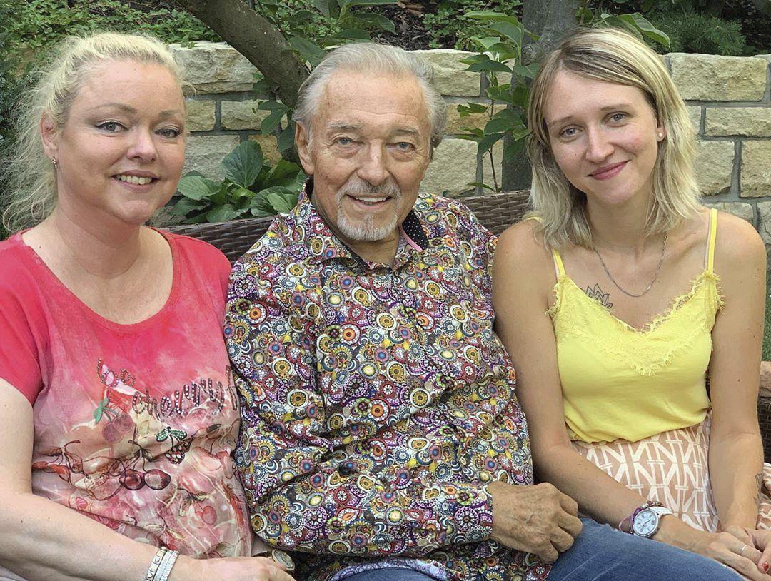 Karel Gott s dcerami Dominikou a Lucií.