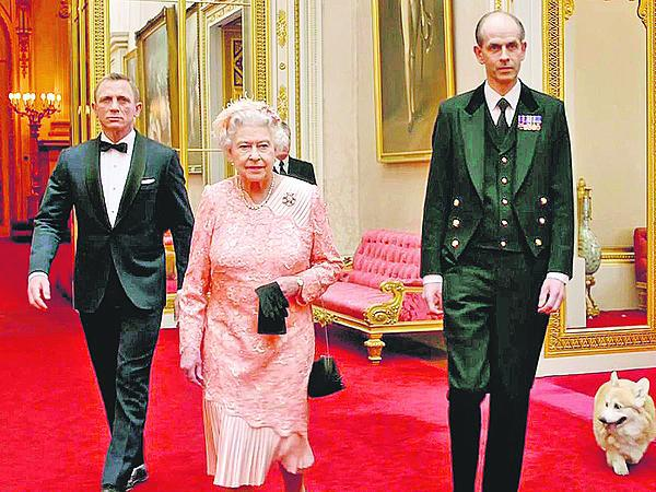 Alžbětu Bond »odvedl« na zahájení OH 2016.