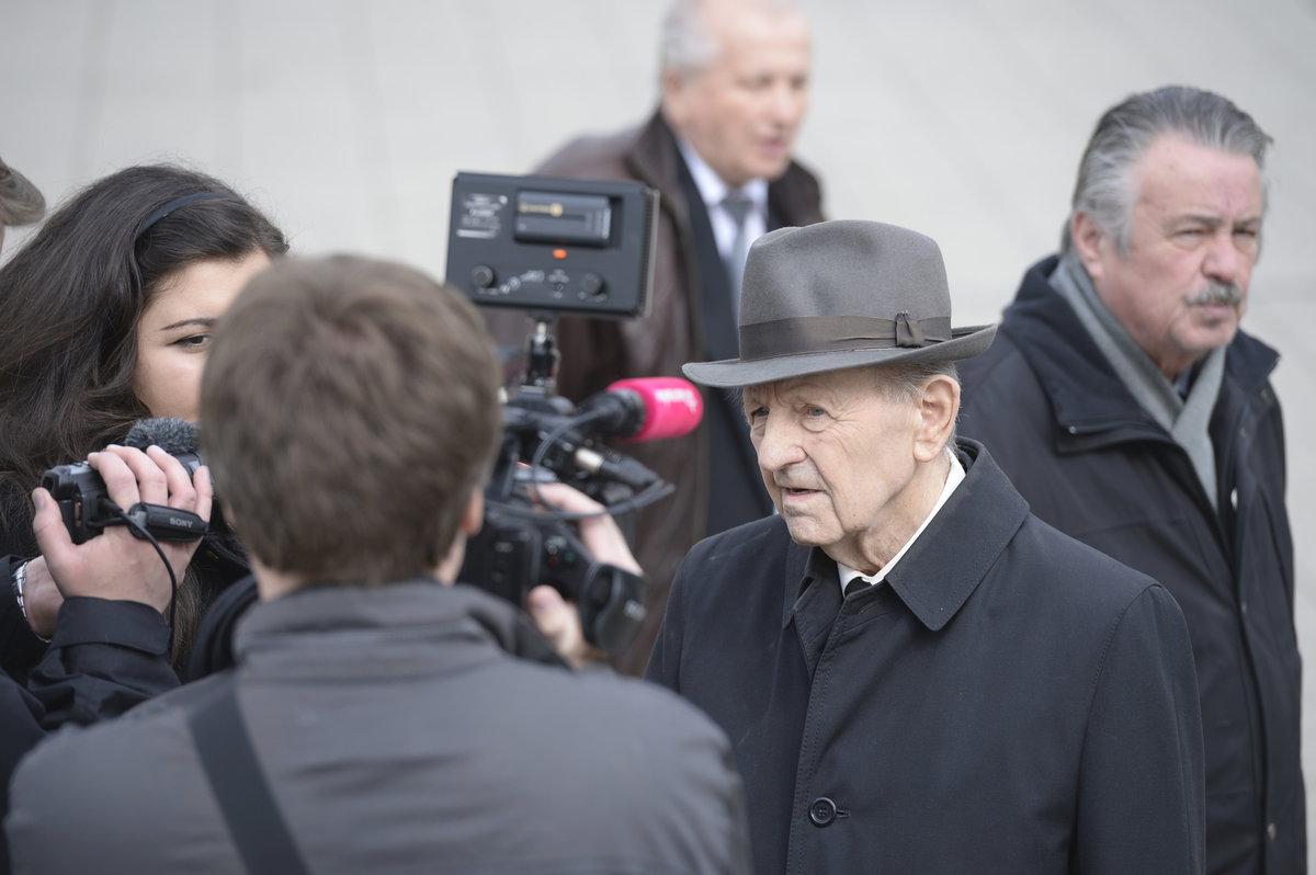 Pohřeb komunistického pohlavára Miroslava Štěpána v Praze-Strašnicích: Milouš Jakeš