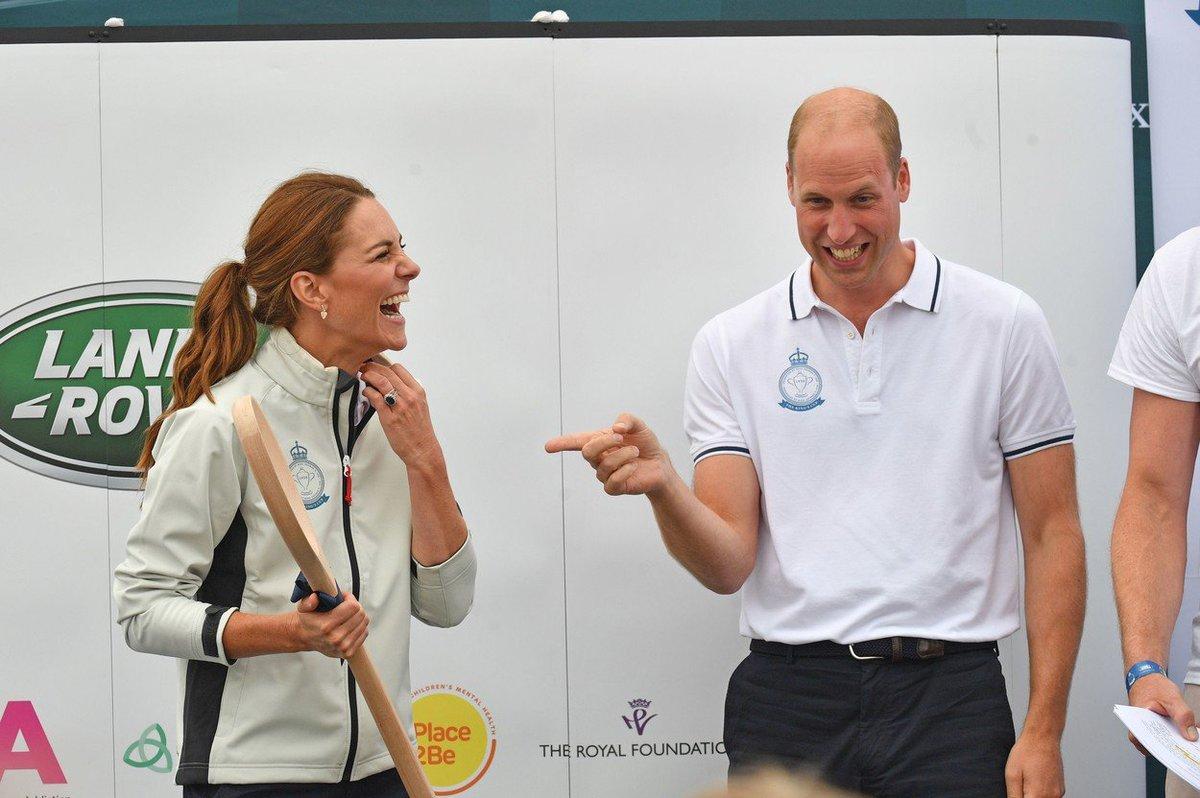 Kate dostala od Williama velikou dřevěnou lžíci