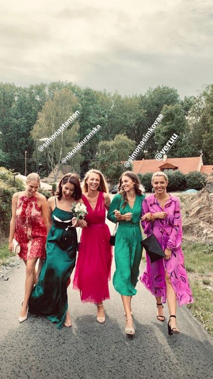 Modelky v čele s Veronikou Kašákovou na svatbě Libora Boučka
