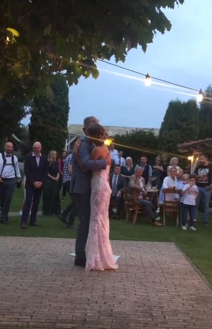 První tanec novomanželů Libora Boučka s Gabrielou Bendovou
