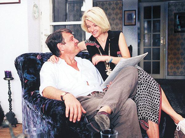 1994 Ladislav Štaidl s Ivetou Bartošovou v bytě v Apolinářské ulici, odkud měla být unesena.