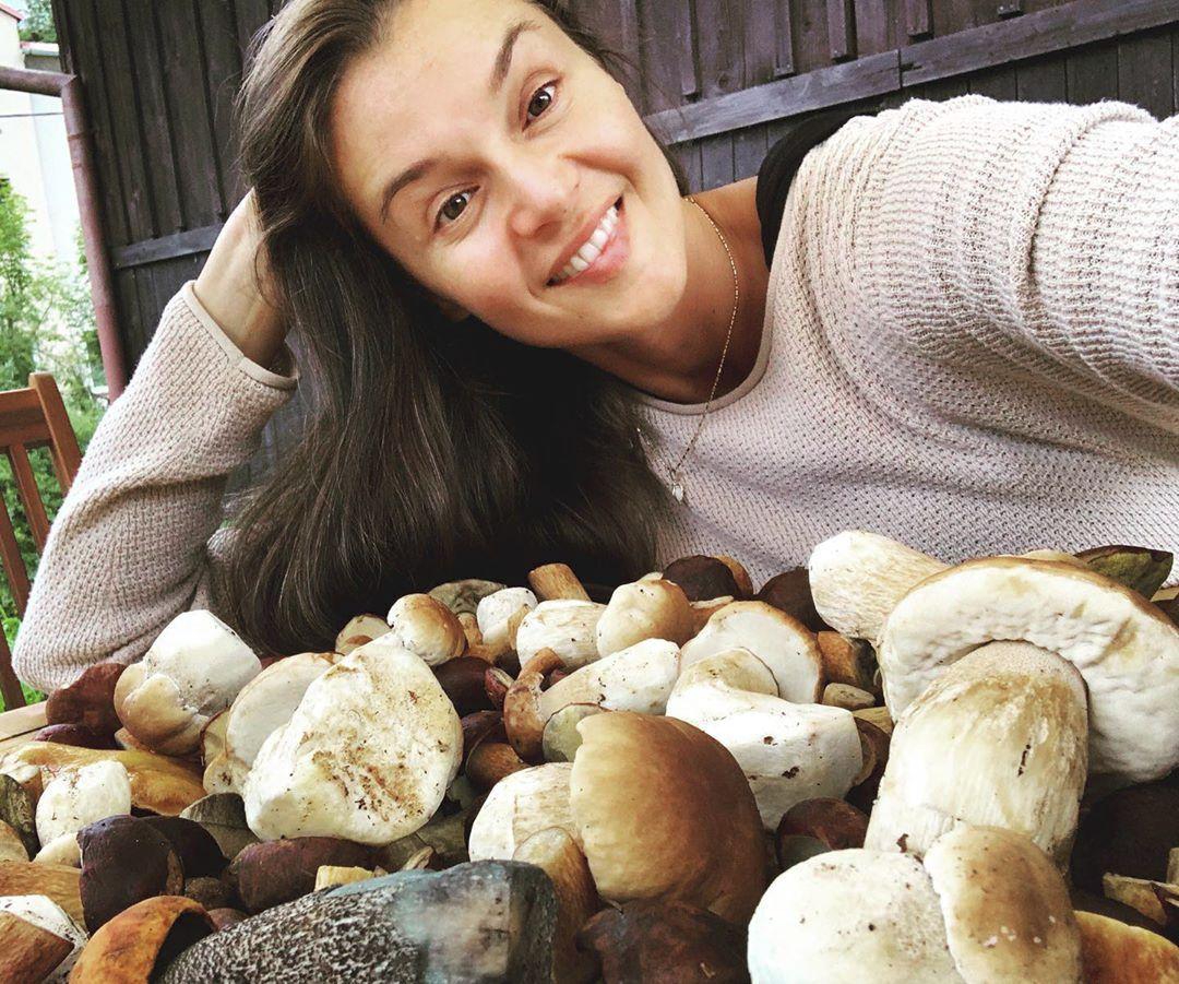 Nadšená houbařka Iva Kubelková bez make-upu