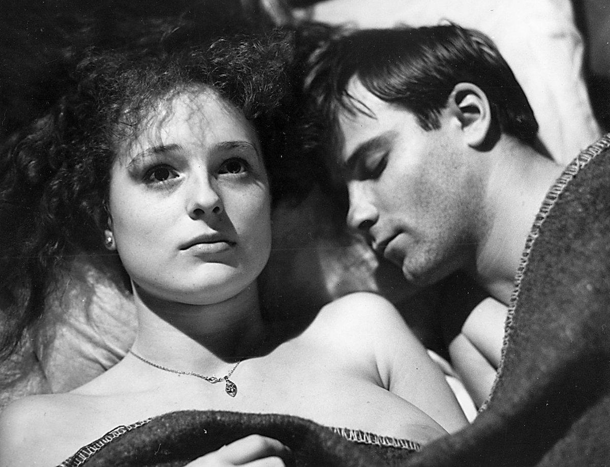 Markéta Hrubešová s Lukášem Vaculíkem ve filmu Oznamuje se láskám vašim