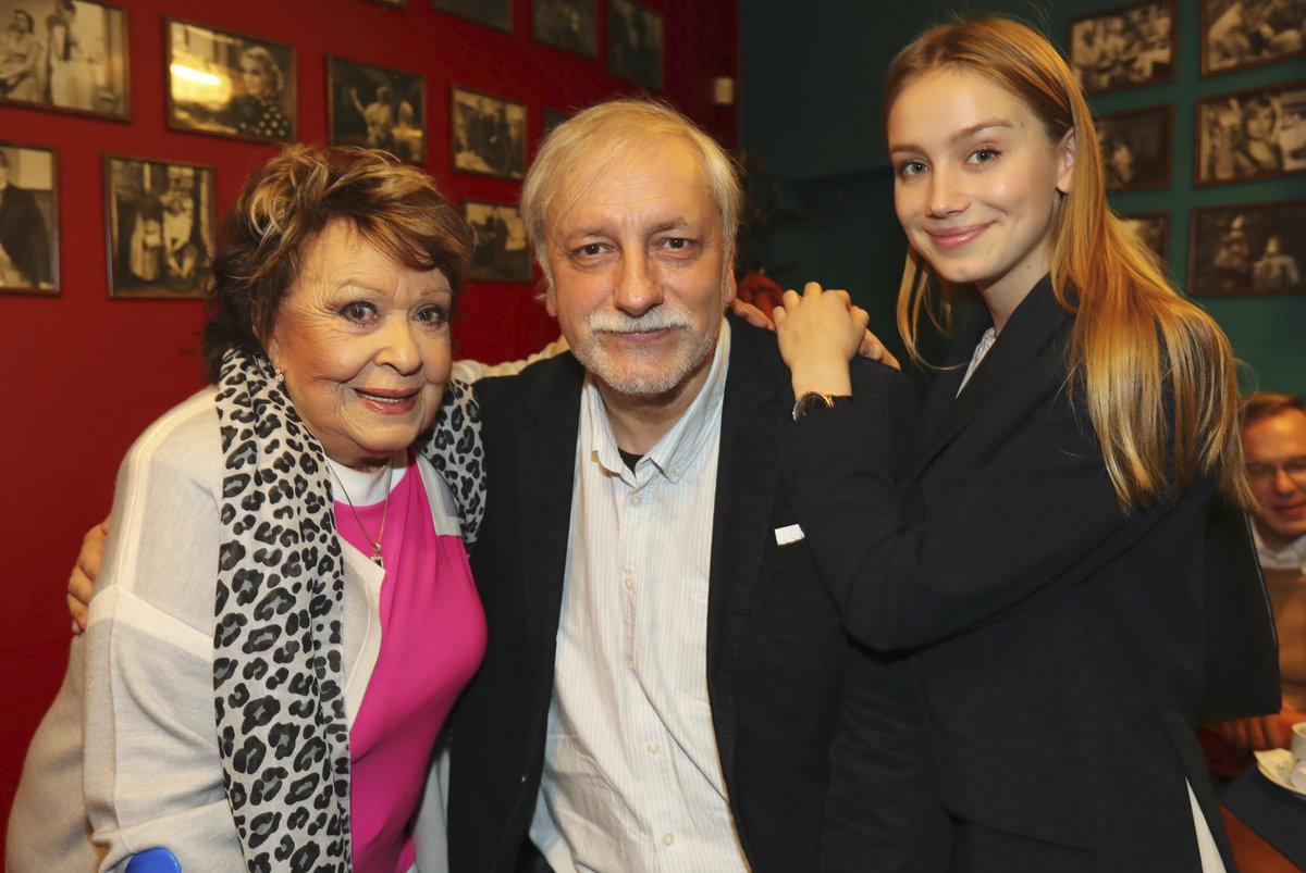 Zdeněk Zelenka s Jiřinou Bohdalovou a Aničkou Kadeřávkovou