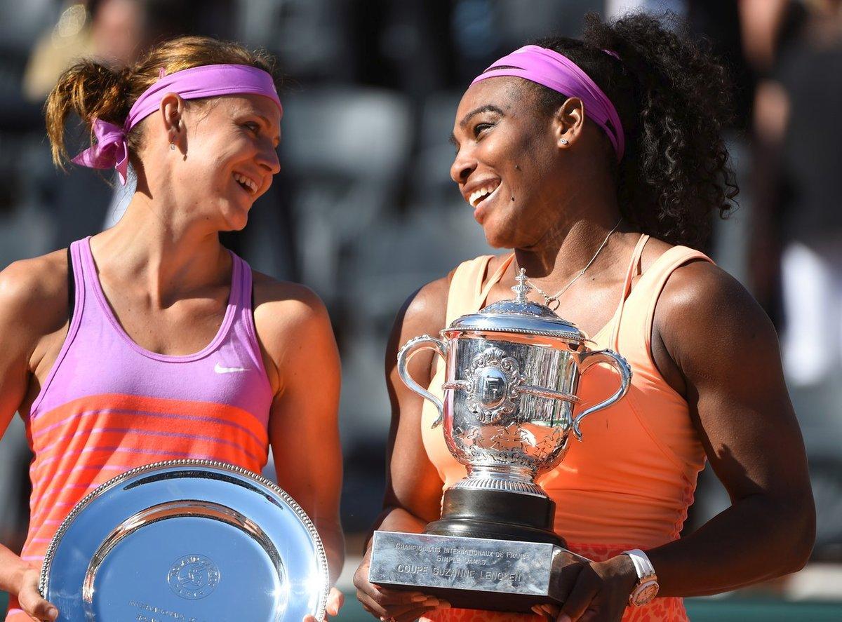 Lucie Šafářová a Serena Williamsová po finále French Open 2015
