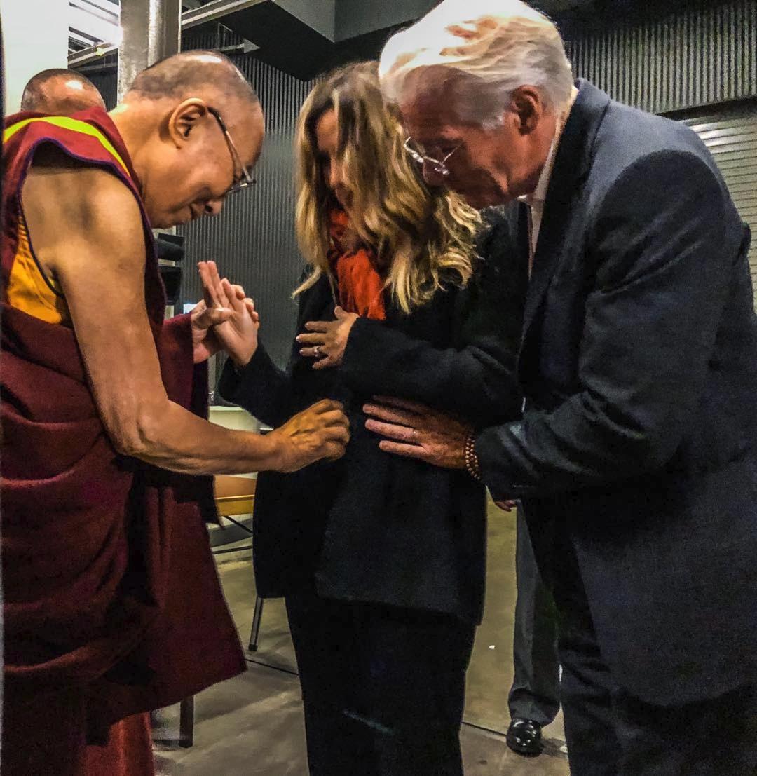 Richard gere s manželkou a Dalajlámou