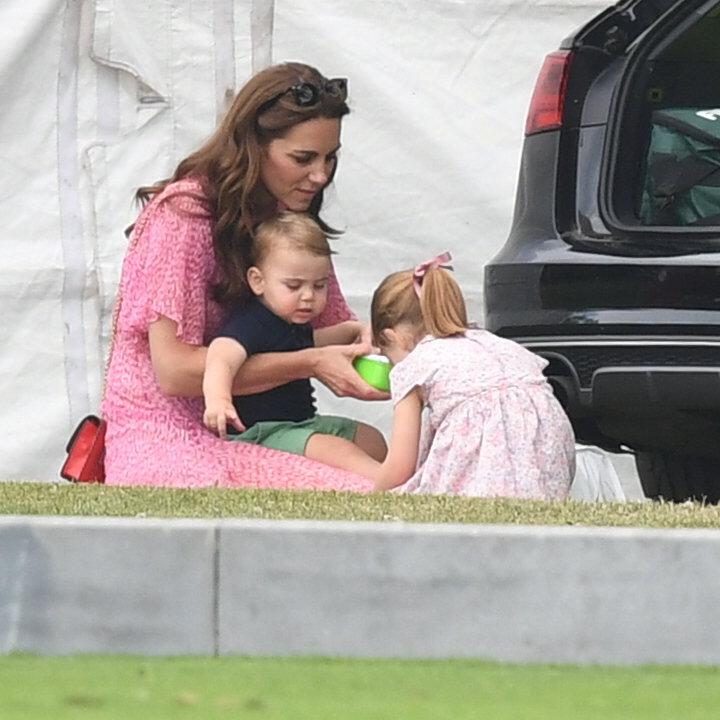 Královské děti s chůvou.