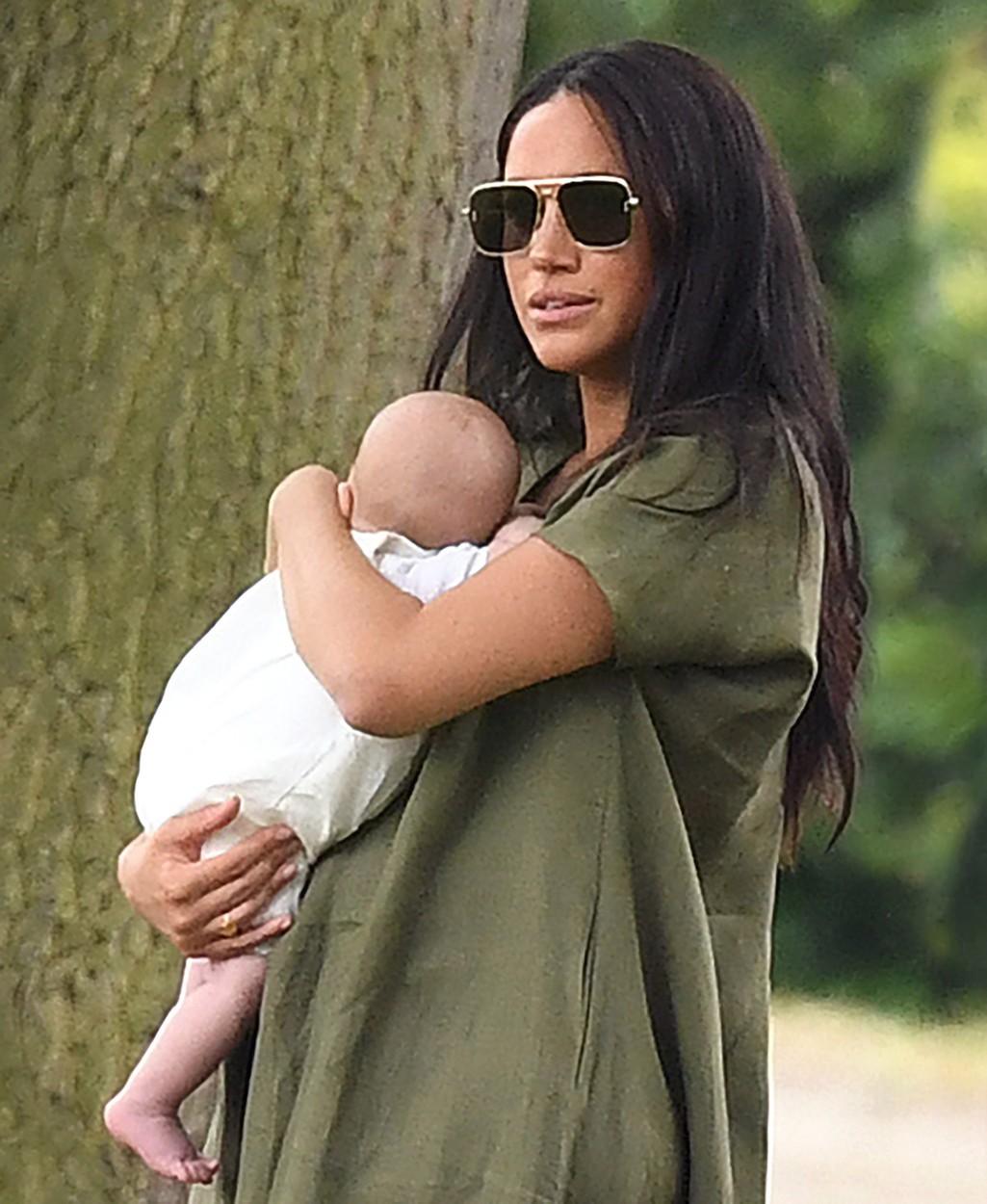 Vévodkyně Meghan se synem Archiem.