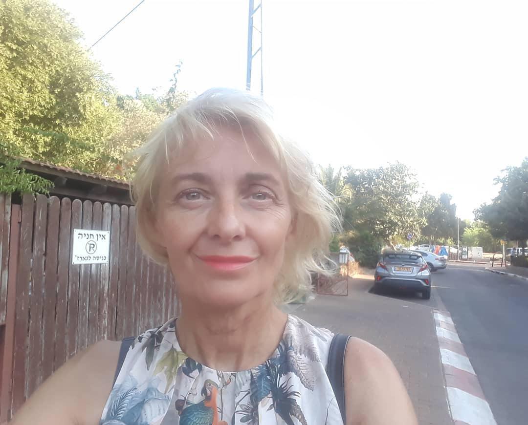 Veronika Žilková cestou na třídní schůzky v Izraeli