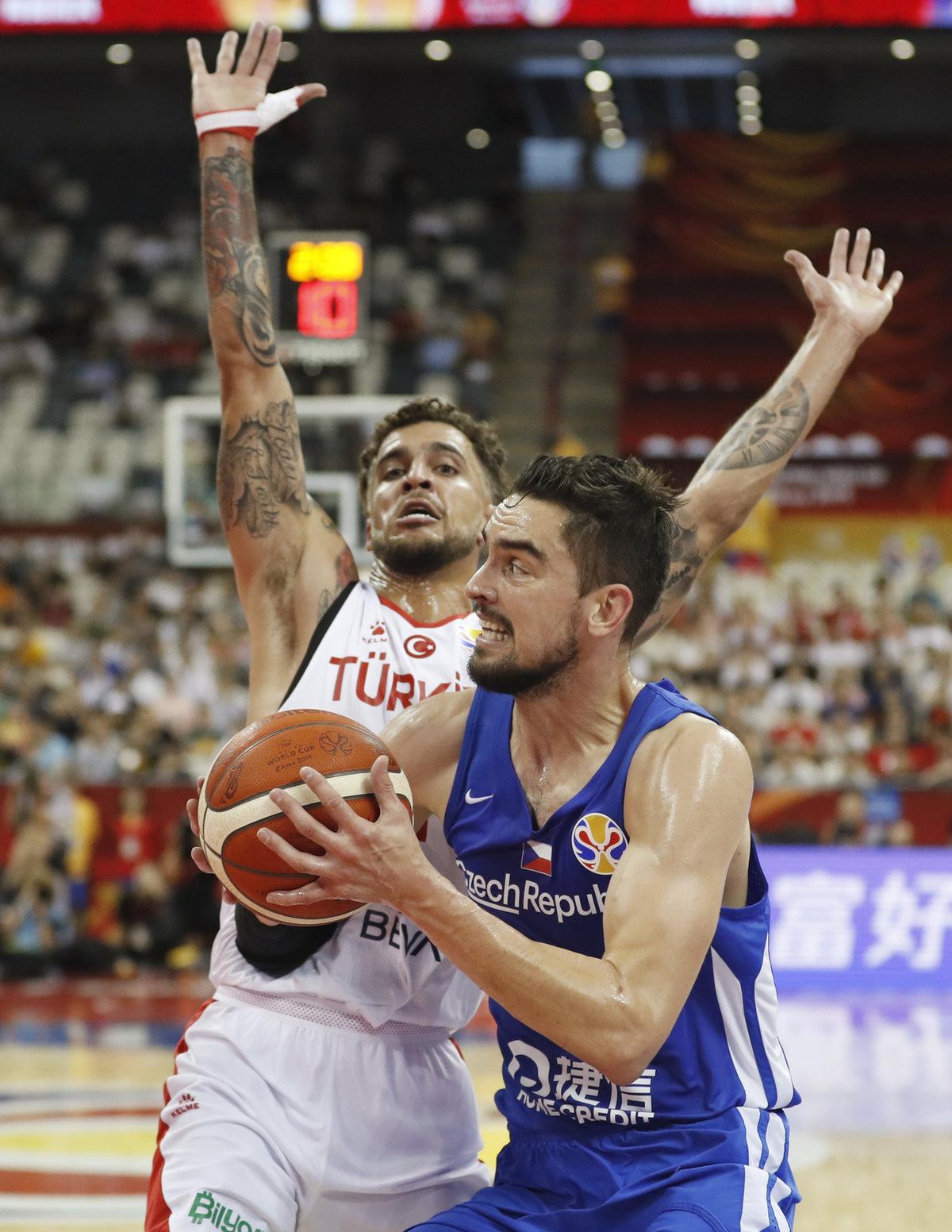 Na Tomáše Satoranského si basketbalisté Turecka dávali velký pozor.