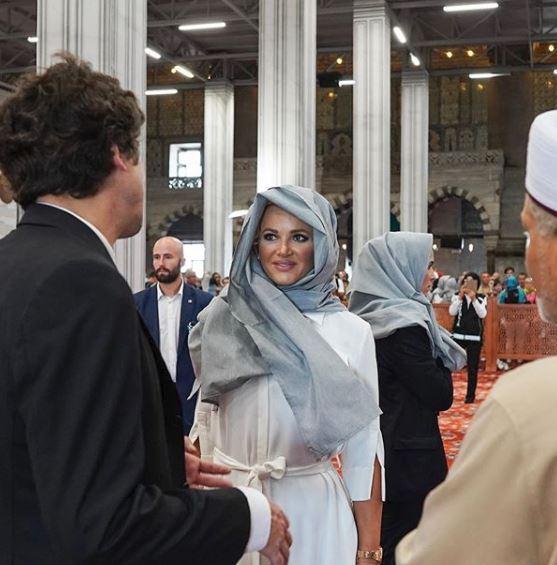 Monika Babišová na návštěvě Turecka: Setkala se s manželkou prezidenta Erdogana, užívala si na místním tržišti a navštívila mešitu (4. 9. 2019)