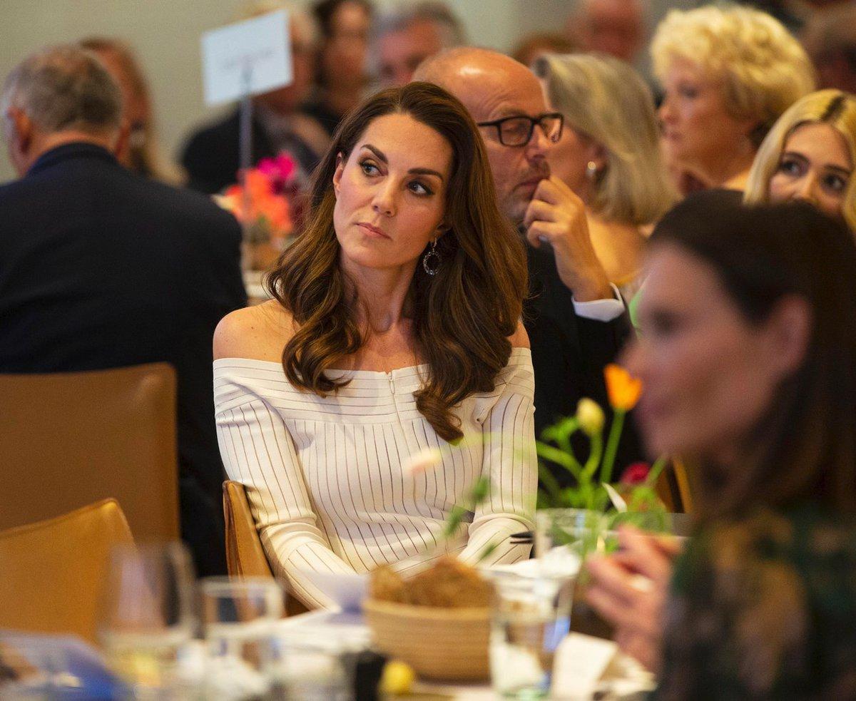 Kate je praktická žena, a i když je členkou královské rodiny, nepřehání to s pompézností. Když může, klidně se věnuje domácím pracím.