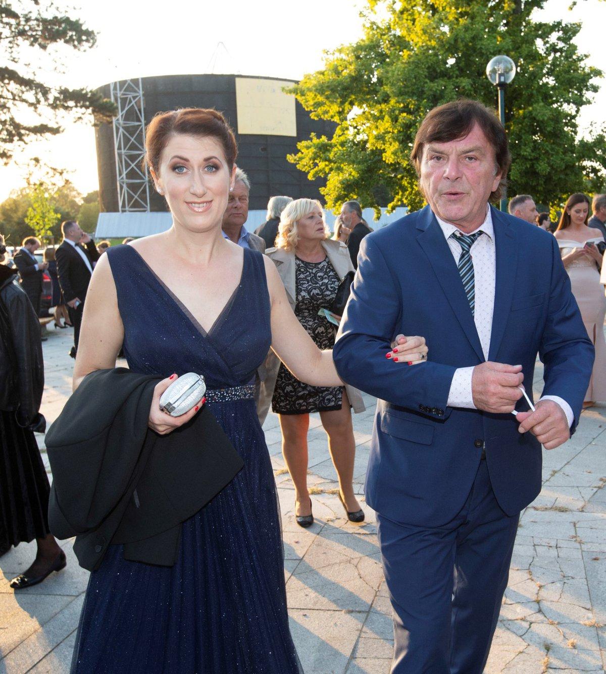 Premiéra muzikálu Čarodějka: Pavel Trávníček s manželkou Monikou