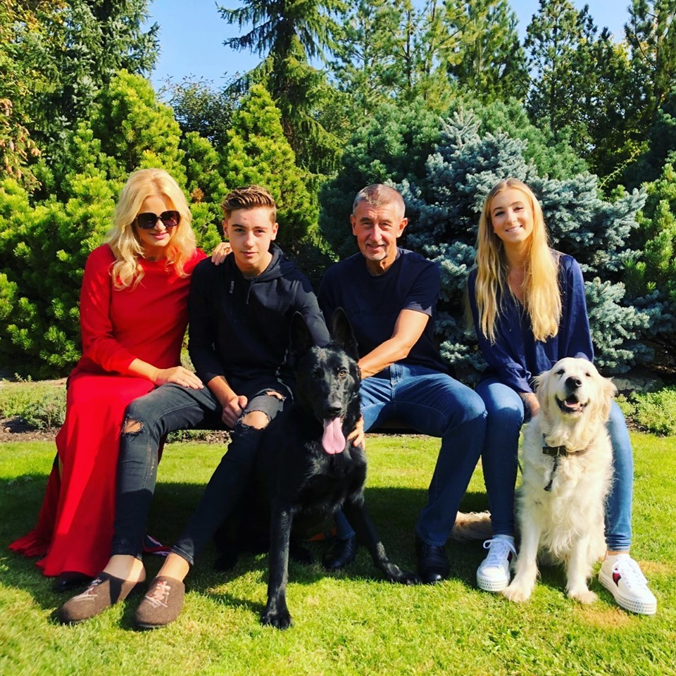 Rodina Andreje Babiše pohromadě po té, co státní zástupce zrušil trestní stíhání premiéra a jeho ženy Moniky v kauze Čapí hnízdo. (15. 9. 2019)
