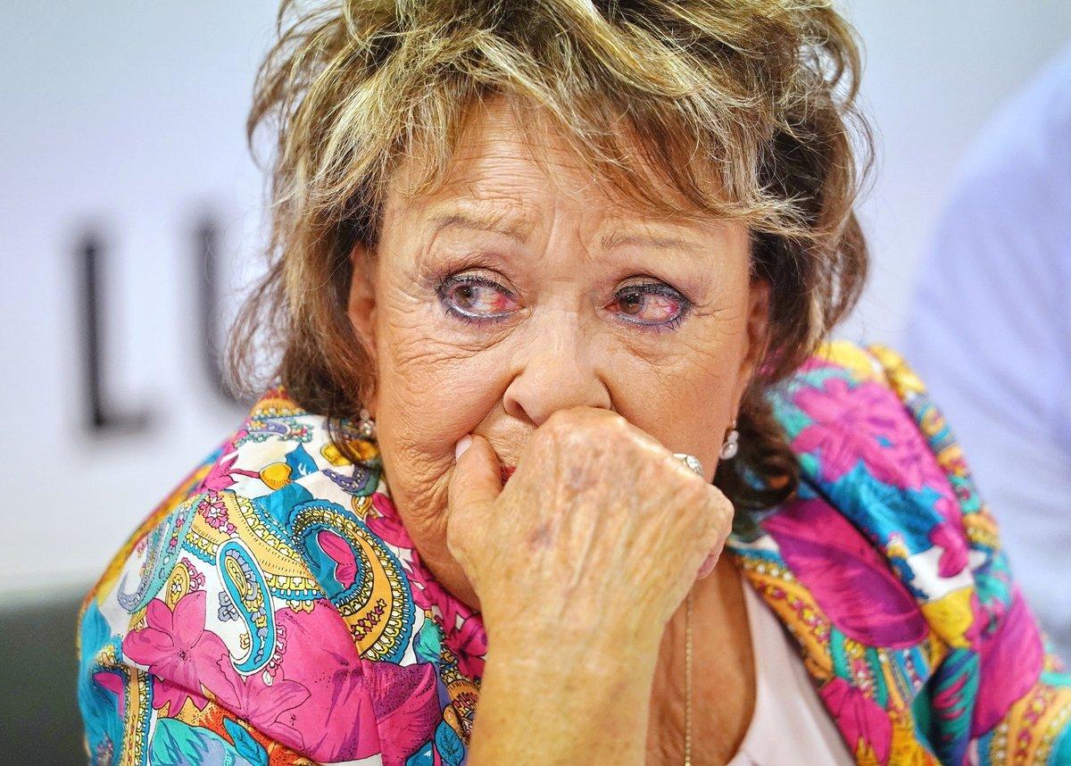 Jiřina Bohdalová neovládla na křtu své emoce.