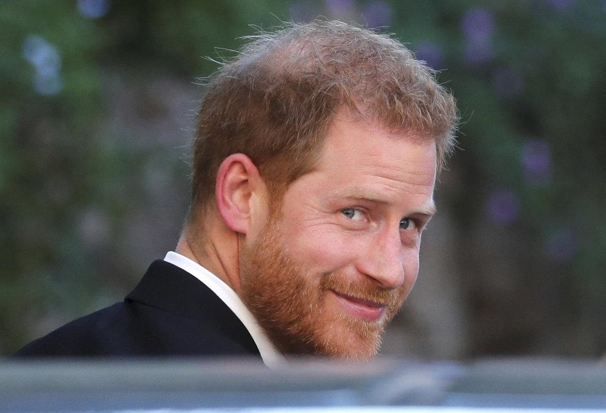 Princ Harry na svatbě Mishy Nonoo