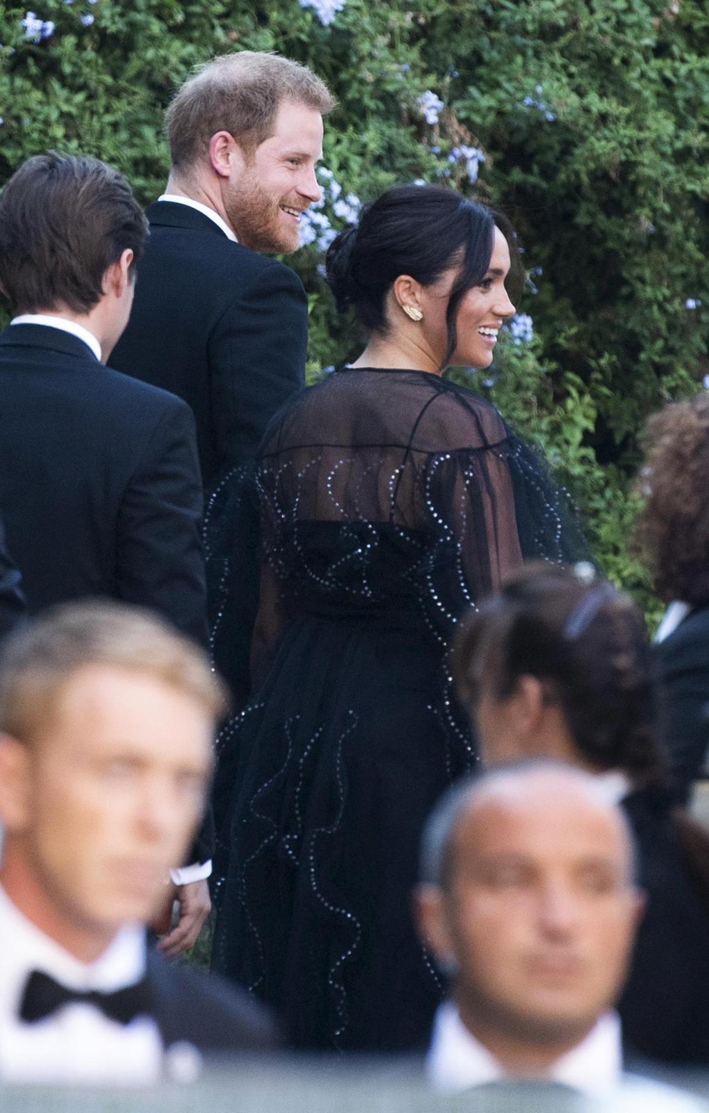 Princ Harry a Meghan Markleová na svatbě Mishy Nonoo