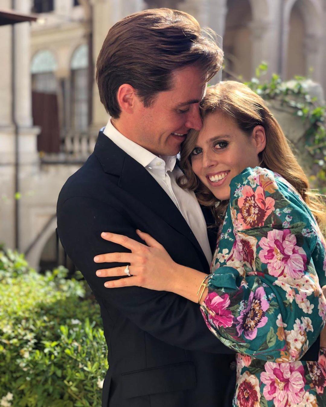 Princezna Beatrice a její snoubenec Edoardo