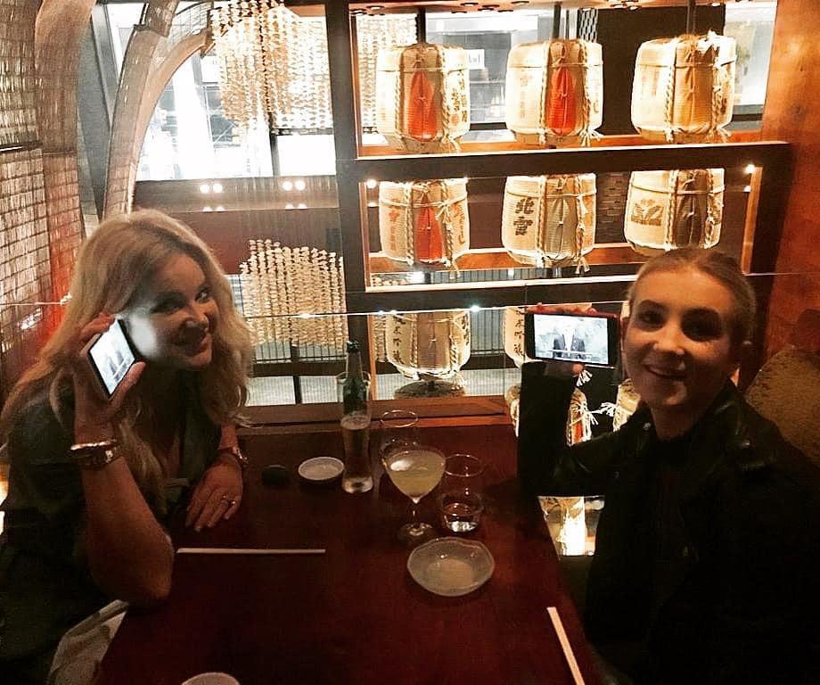 Andreje Babiše při projevu na Valném shromáždění OSN poslouchaly manželka Monika a dcera Vivien v restauraci