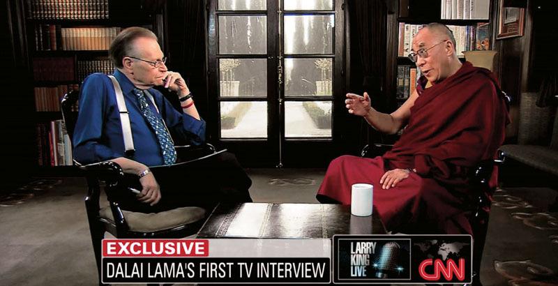 Jeden z mnoha exkluzívních rozhovorů, které v Larry King Live měl. Hostem je dalajlama.