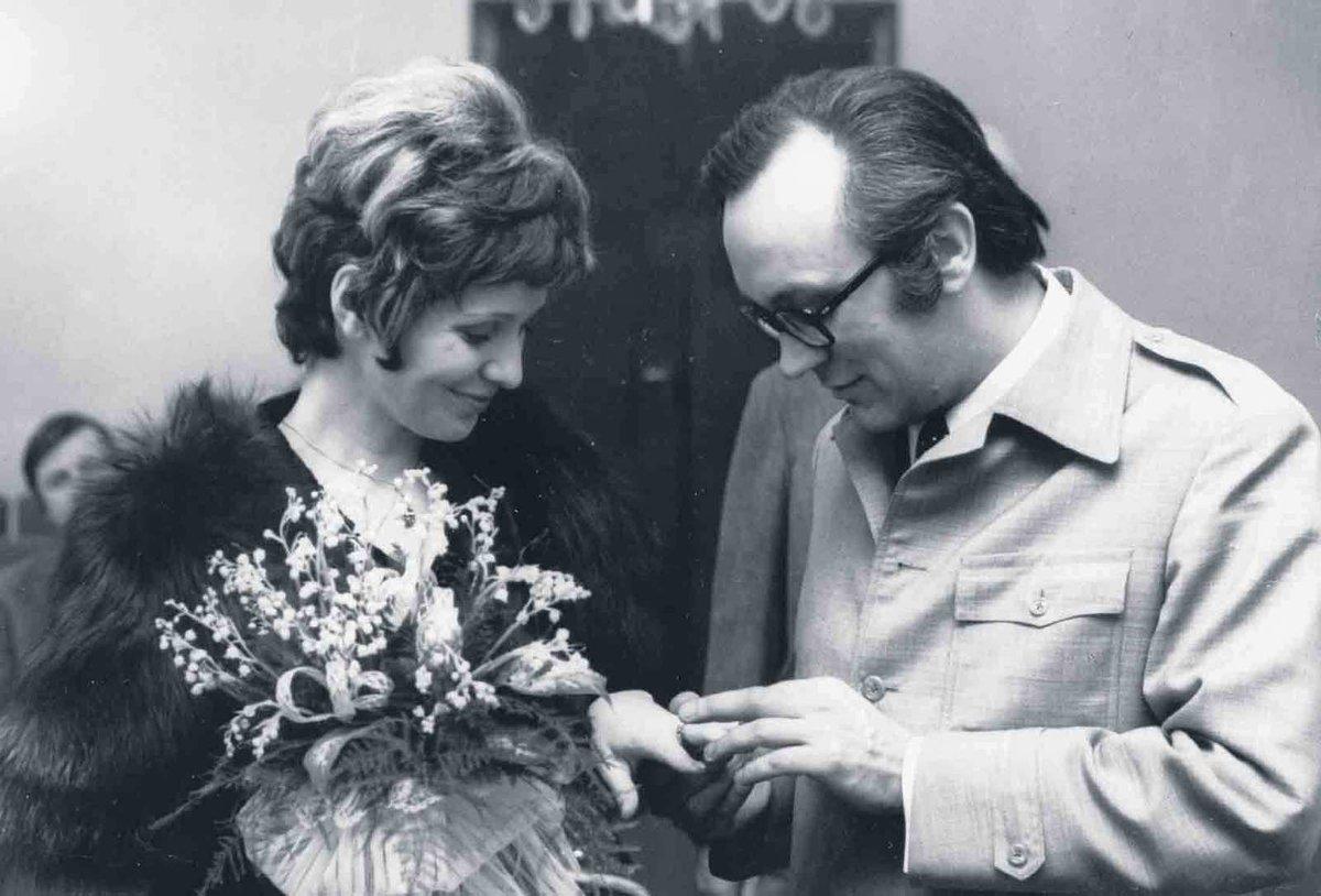 Utajená svatba - Svatba se uskutečnila v Brně v roce 1973, protože tu oba prožili kus života. Pro veřejnost byla utajená, účastnili se jí jen Magdalenini rodiče a děti. Nevěsta byla tou dobou už v jiném stavu s Andulkou
