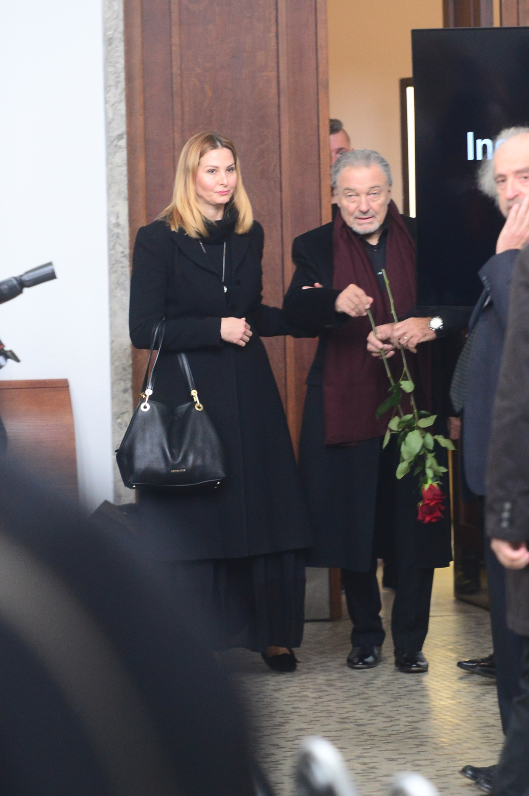 Karel Gott s Ivanou na pohřbu kamaráda Karla Štědrého