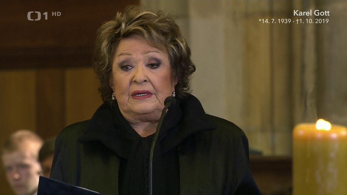 Při smutečním projevu Jiřiny Bohdalové se řada smutečních hostů neubránila slzám.