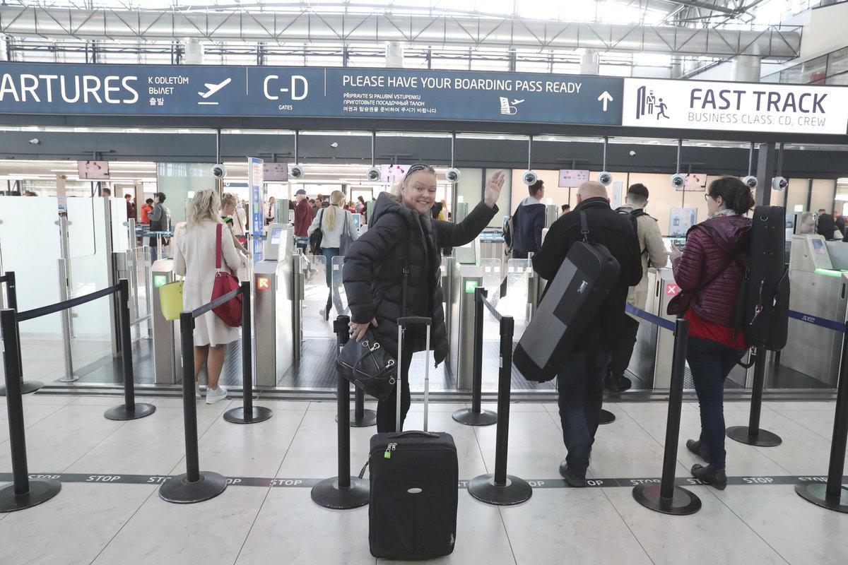 Dominika Gottová odletěla z Česka hned druhý den po pohřbu otce