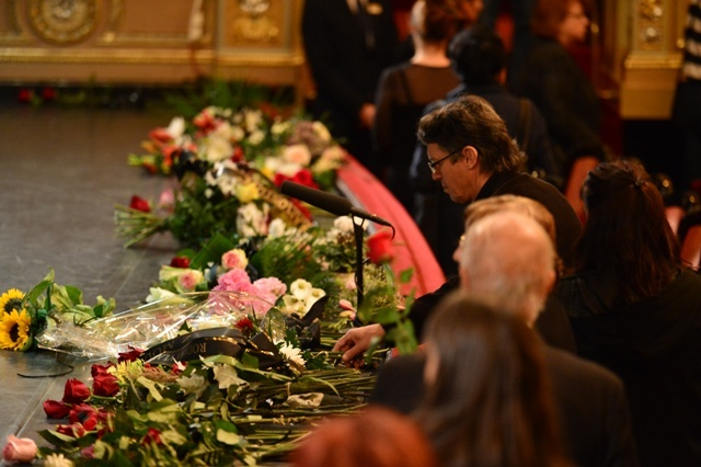 Pohřeb Vlasty Chramostové v Národním divadle.