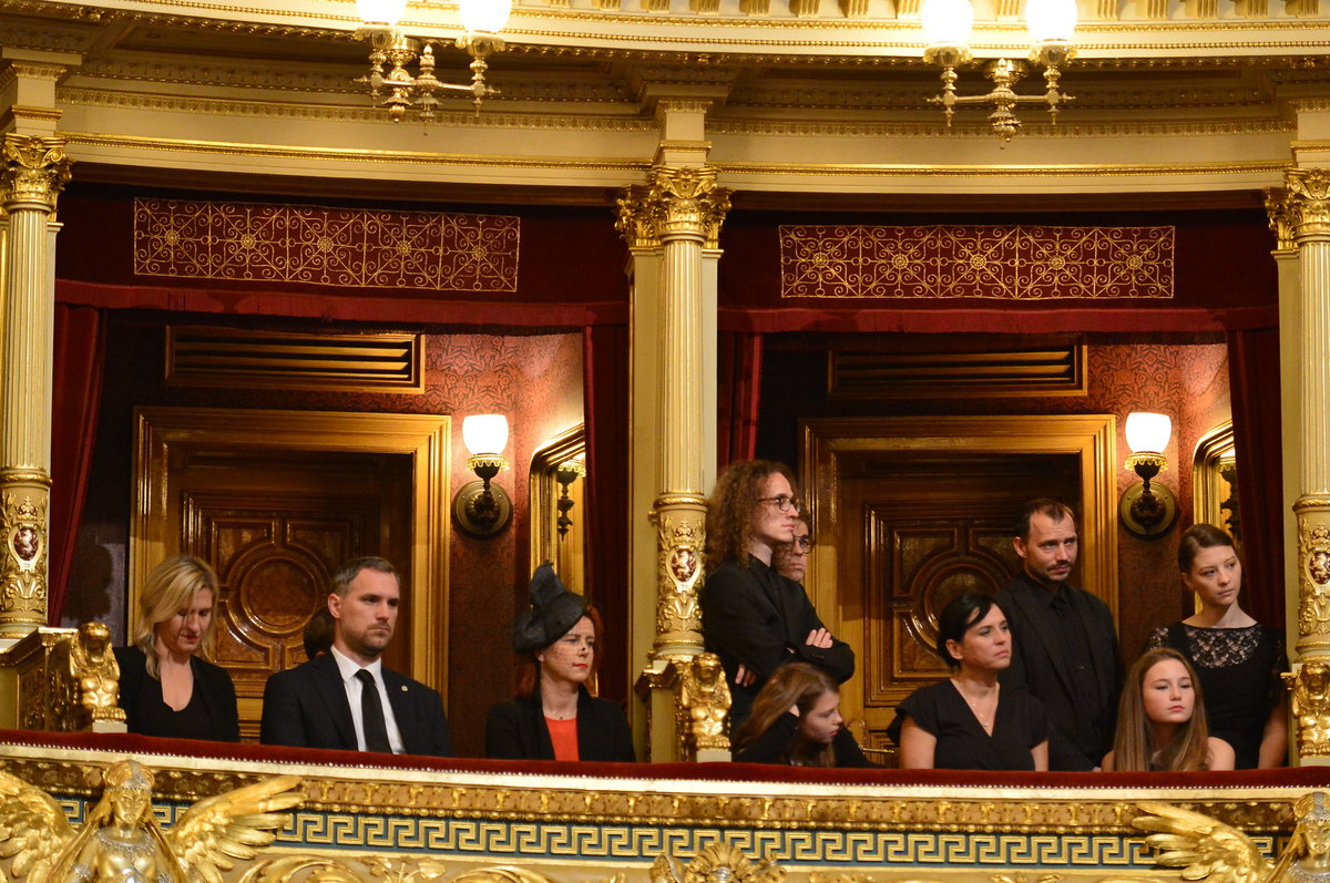 Osazenstvo lóží Národního divadla během pohřbu Vlasty Chramostové