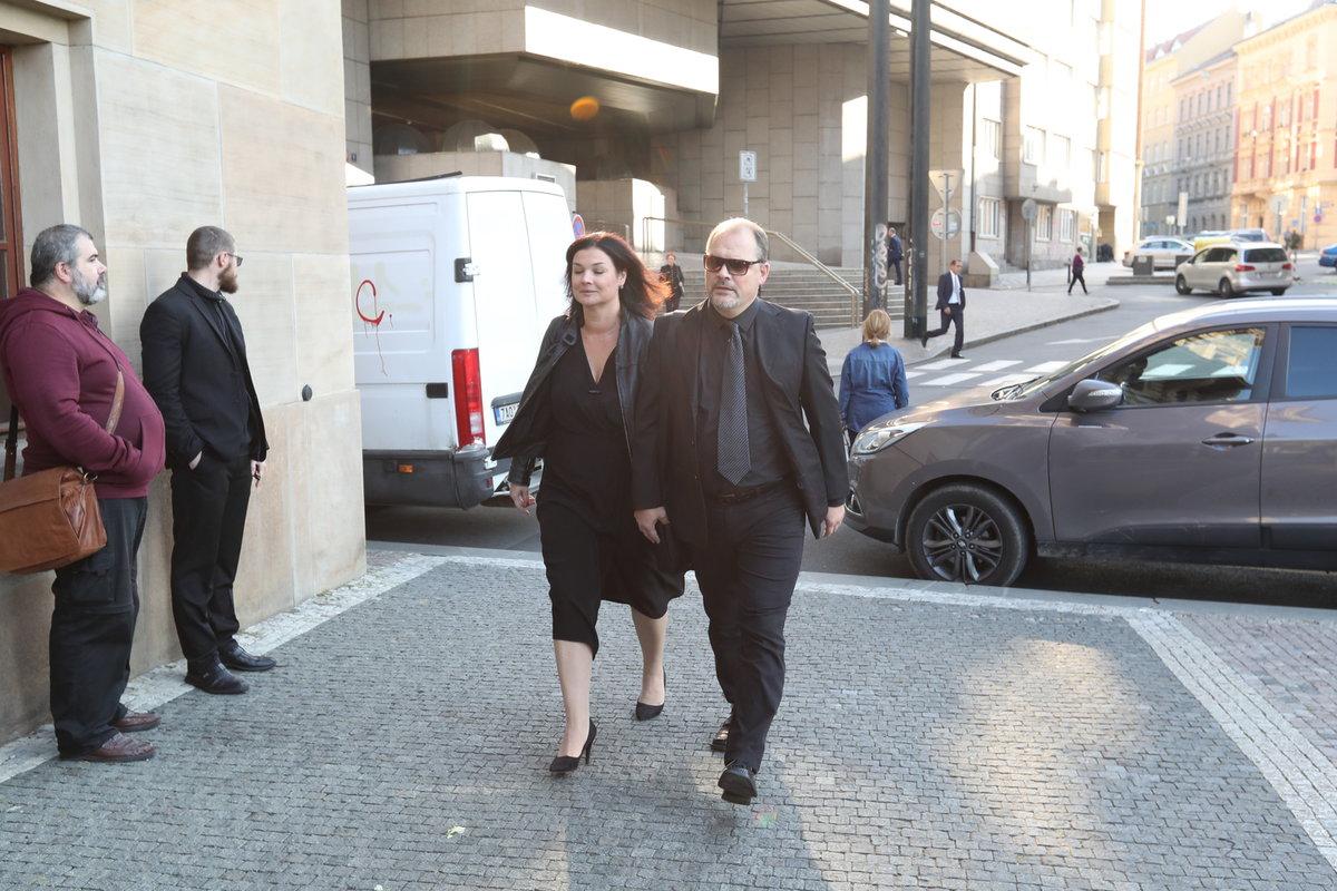 Martin Preiss s manželkou Martinou na pohřbu Vlasty Chramostové
