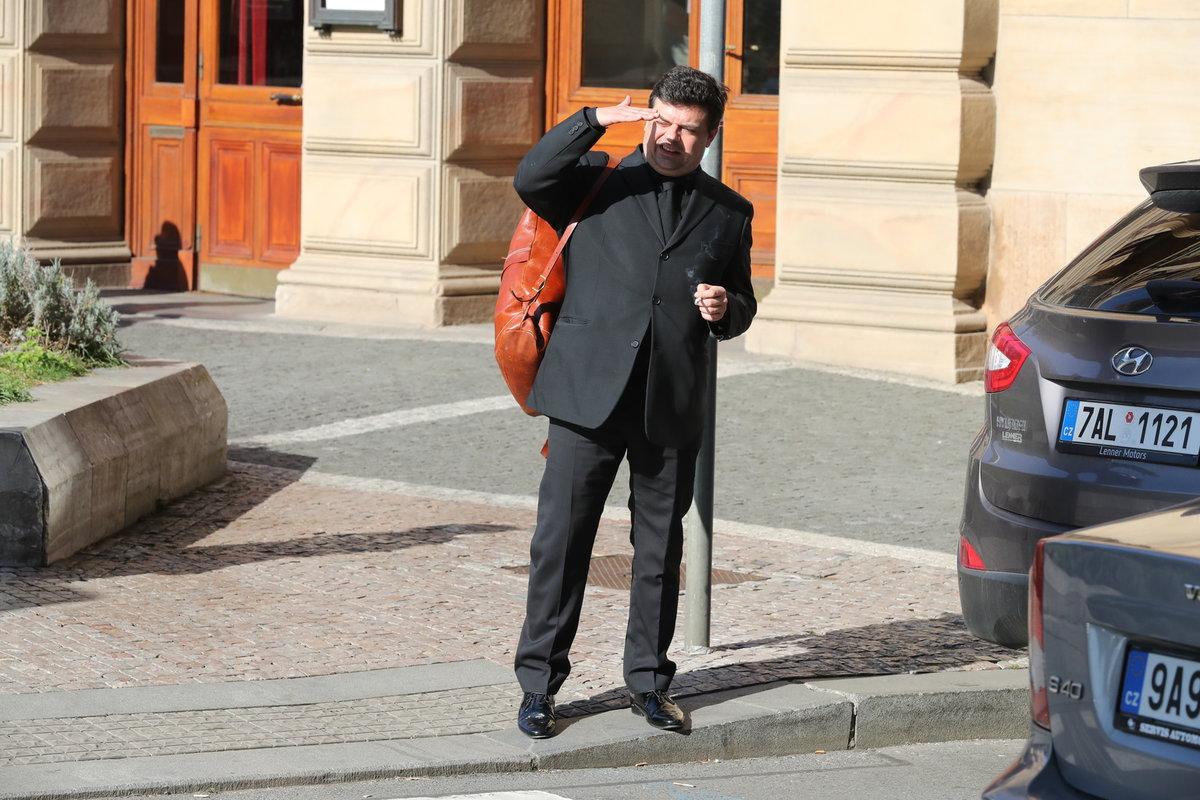 Herci a politici již opouští Národní divadlo: Filip Rajmont