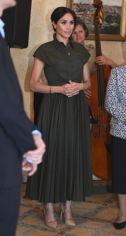 Košilové šaty s plisovanou sukní