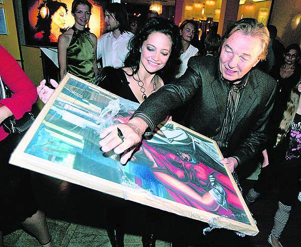 V roce 2007 jí daroval ještě jeden obraz.