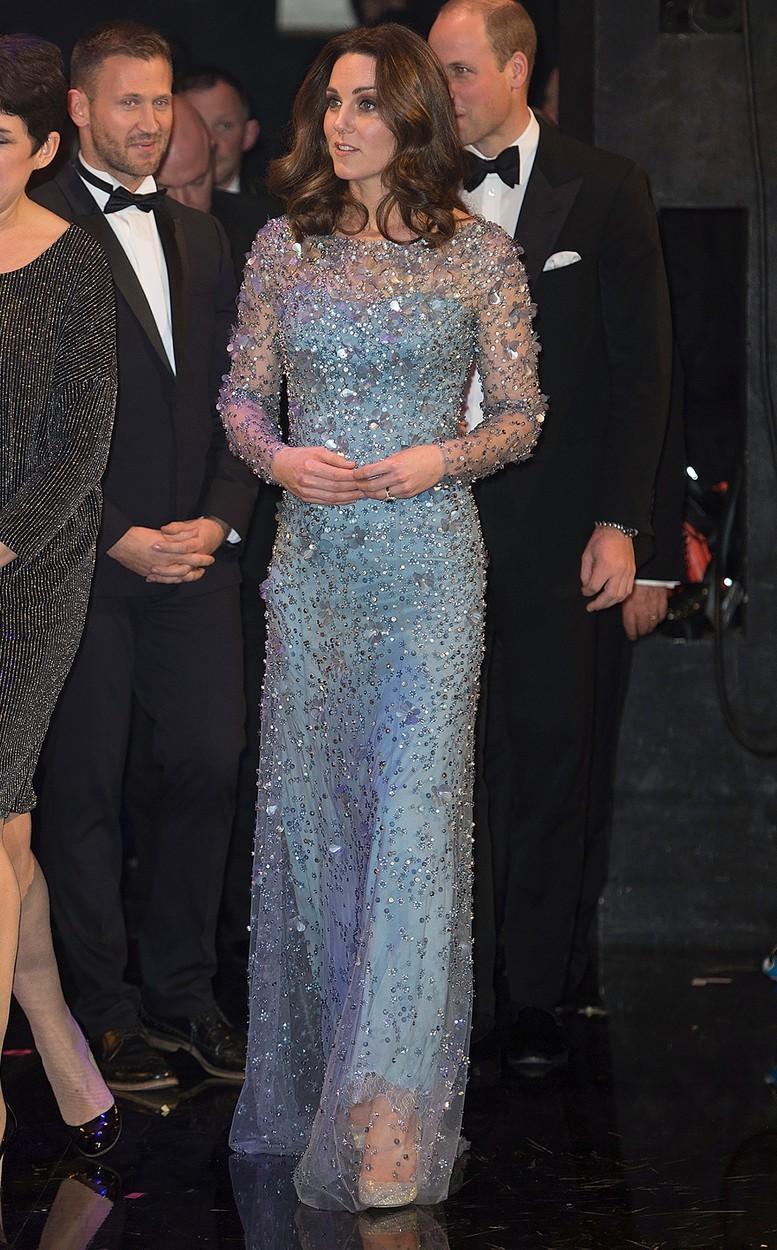 Vévodkyně Kate v divadle Palladium v šatech Jenny Packham (listopad 2017)