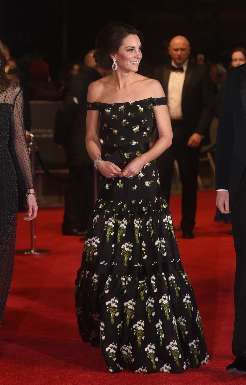 Vévodkyně Kate na BAFTA v šatech Alexander McQueen (2017)